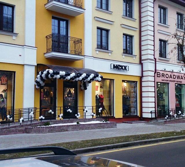 ShariBrest-60-640x576 Оформление магазинов